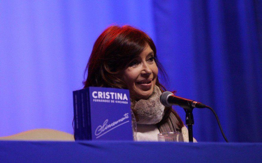 """CFK presentó """"Sinceramente"""" en Santa Cruz y apuntó contra la """"campaña sucia y violenta del gobierno"""""""