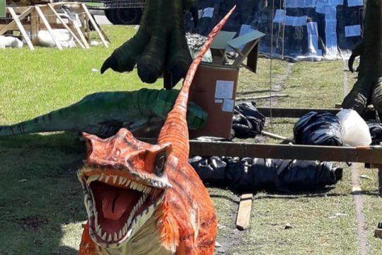 caminando entre dinosaurios fue el muneco ganador en la tradicional quema de fin de ano en la plata