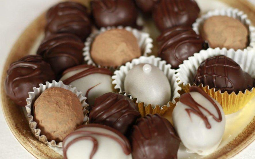 Extraña y sabrosa combinación: Las trufas de chocolate y queso buscan conquistar los paladares de la provincia