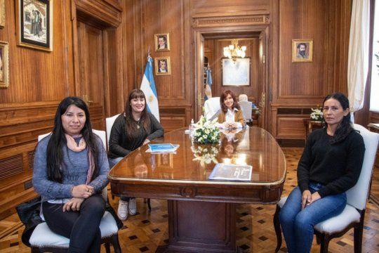 cfk y un encuentro con mujeres de los movimientos sociales: guino al plan san martin
