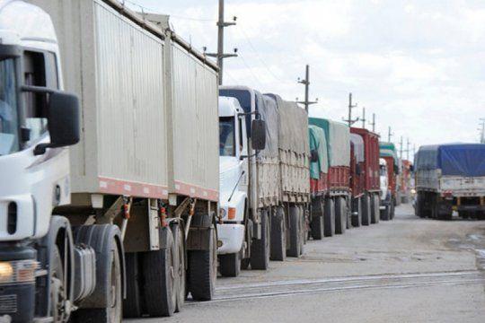 transportistas de cargas dicen que no pueden afrontar los costos y complican el pedido de los moyano