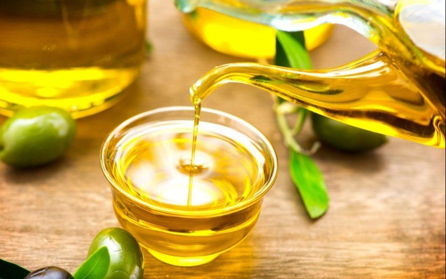 La Anmat prohibió la venta de un aceite de oliva y una solución fisiológica