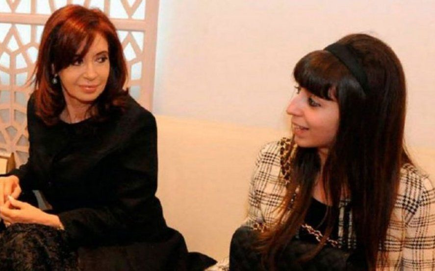 Tras el fallecimiento de su madre, Cristina Kirchner viaja a Cuba para visitar a su hija