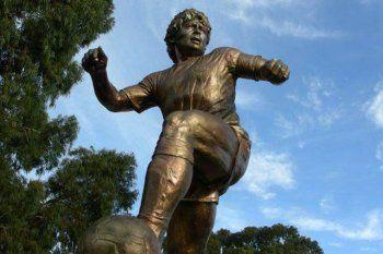 Si se cumple la promesa entre el Diego y Eurnekián, una estatua de Maradona será inaugurada en Ezeiza.