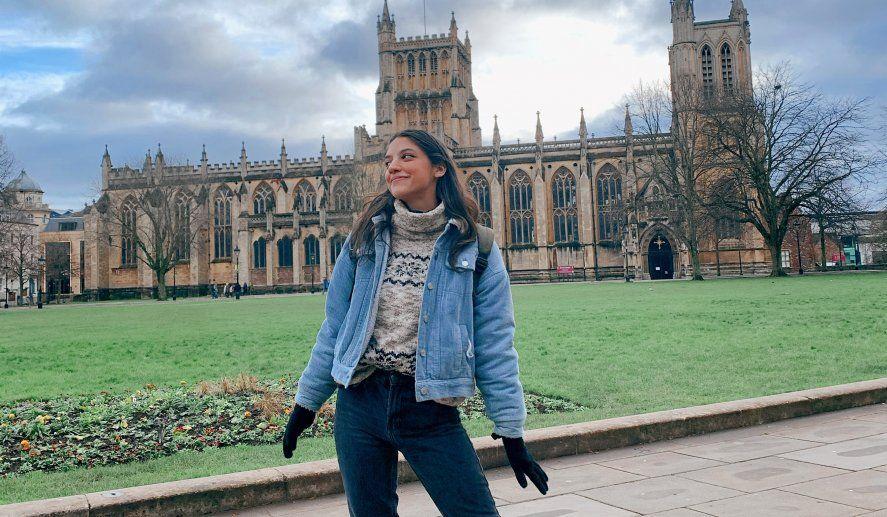 Luana usa Instagram y otras redes sociales para enseñar inglés online