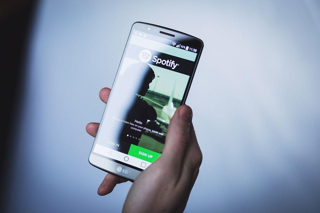 Nueva herramienta de Spotify: creadores de podcast pueden interactuar con sus seguidores.