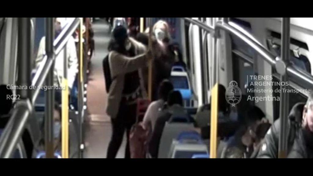 moron: asi frustraron un robo en el tren sarmiento