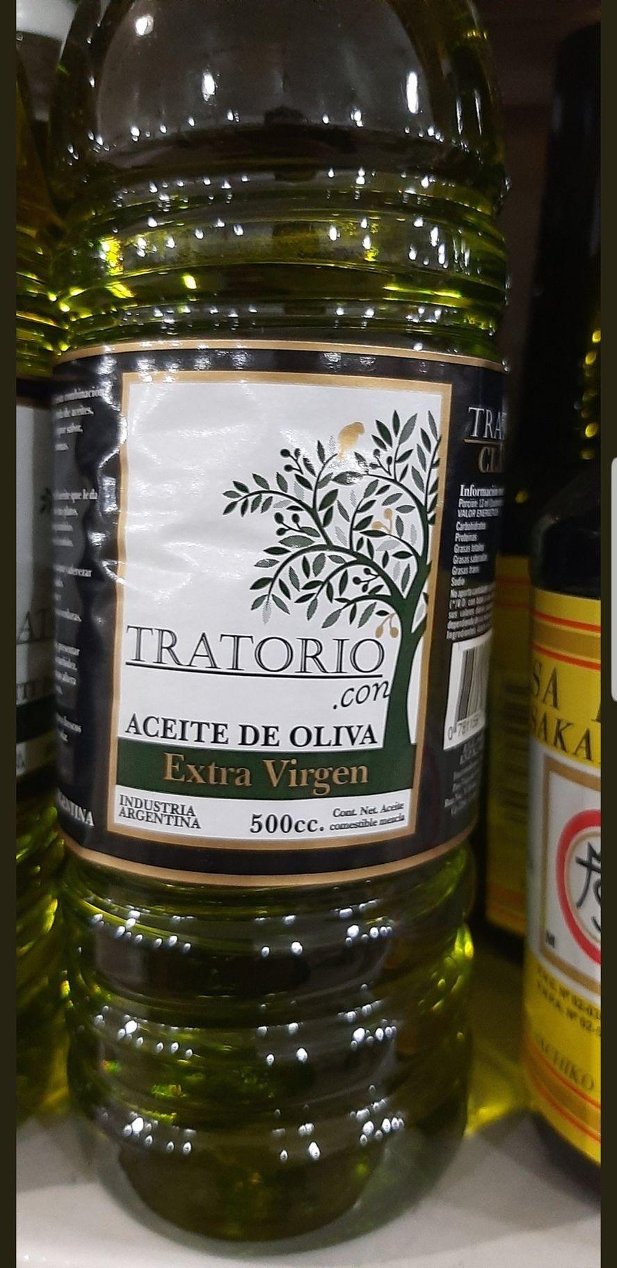 La etiqueta del producto parece ofrecer aceite de oliva extra virgen pero la palabra con