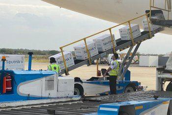 El Gobierno espera otro cargamento de vacunas con el vuelo de Aerolíneas Argentinas