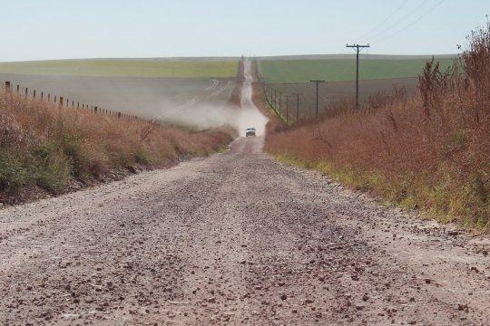Provincia anunció obras para caminos rurales