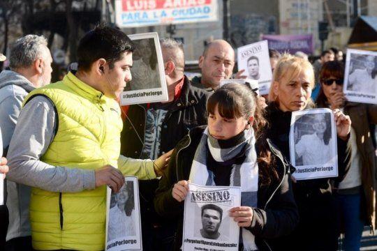 movilizacion de taxistas a tribunales: fuerte reclamo de justicia por jorge gomez