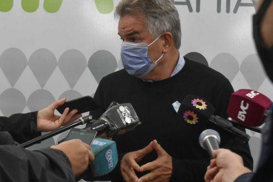 bahia blanca volvera a fase 2 y gay pidio acelerar la vacunacion  como unica salida