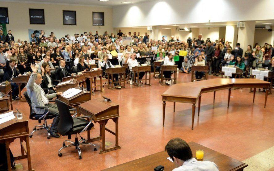 Los concejales de Malena proponen congelar sus salarios y acorralan a Zamora