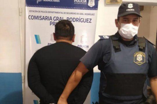 El expolicía golpeó a la expareja, también de la fuerza, y resistió a tiros la detención