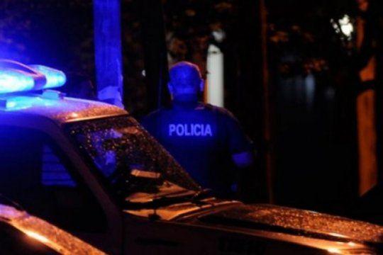 un joven muerto y un policia herido de gravedad en un tiroteo entre dos bandas narco en san nicolas
