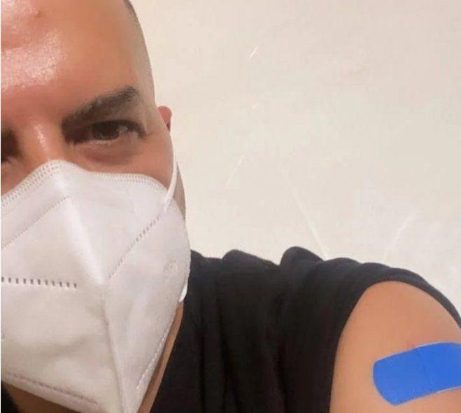 Algunos argentinos van por las vacunas a Miami en donde las aplican gratis y a turistas sin cuestionar su procedencia. Ángel de Brito se sumó a esta lista de privilegiados