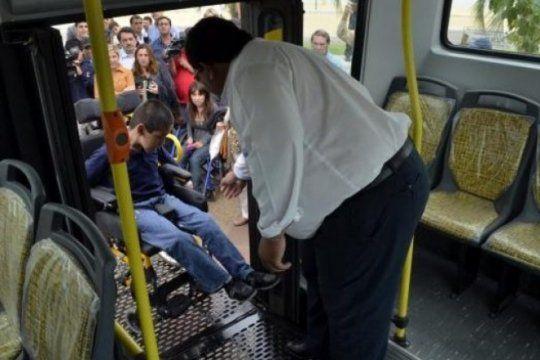carrera de obstaculos: denuncian que trasladarse en sillas de ruedas es una mision imposible y riesgosa