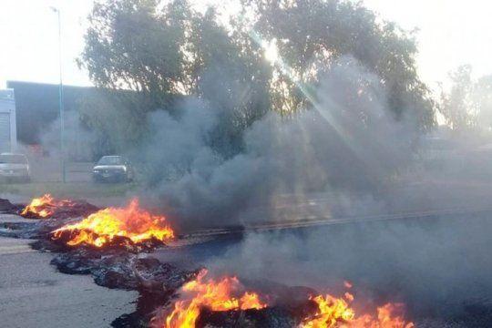 san miguel del monte: en un reclamo de justicia por la muerte de cuatro jovenes una policia resulto herida de gravedad