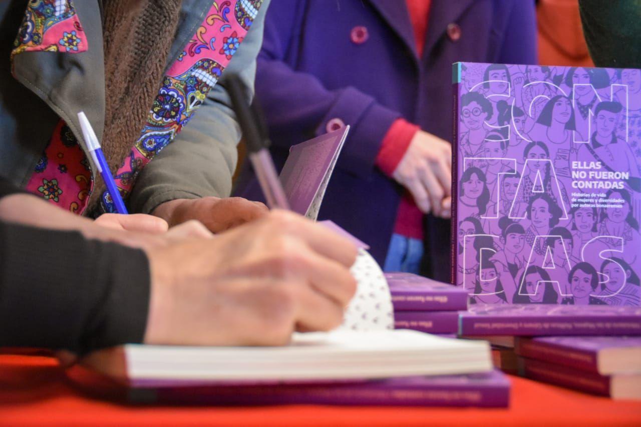 Presentación del primer libro del concurso Ellas no fueron contadas