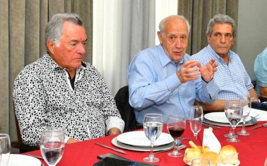 La insólita estrategia de los gremios para zafar de la presión de Barrionuevo para sumarle a Lavagna