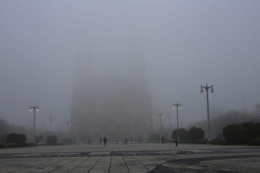 Niebla en Plaza Moreno