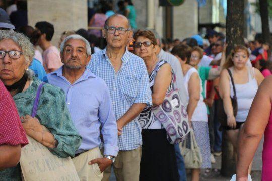 Jubilados y pensionados no deberán hacer la fe de vida hasta 2022, informó ANSES