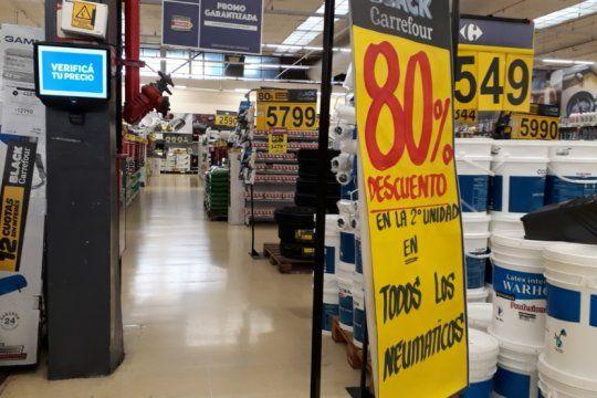 los hipermercados siguen vendiendo de todo y agravan la crisis de pequenos comerciantes