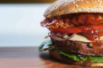 La ingesta de comida chatarra es uno de los causales del sobrepeso