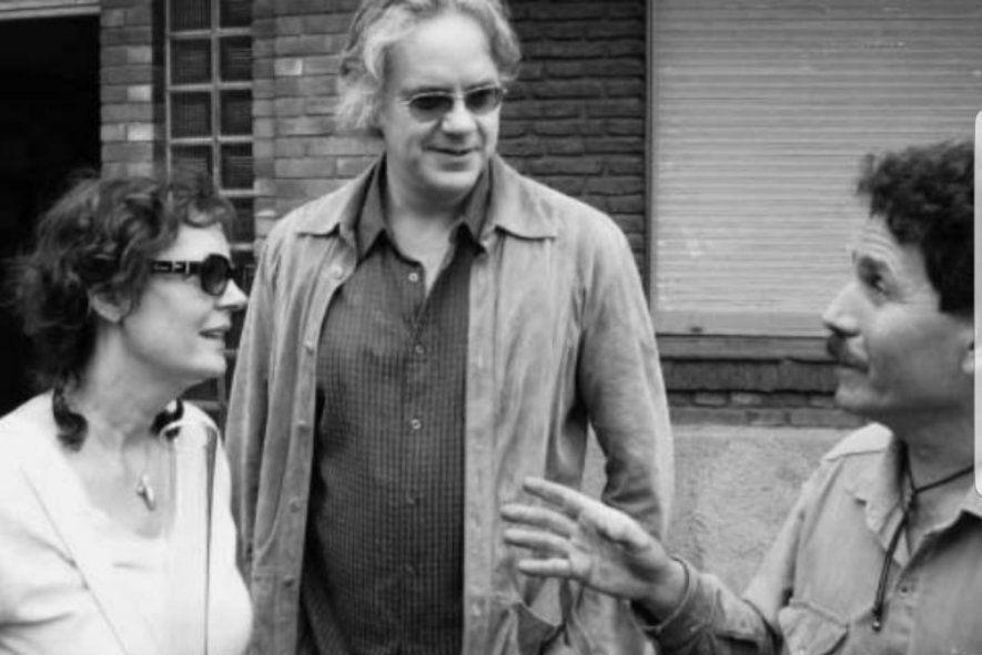 """La pareja Hollywoodense de Tim Robbins y Susan Sarandon también caminaron el conurbano segun cuenta el hilo de Twitter. Fue cuando estuvieron de visita en la fábrica """"Cristalux"""" de Gerli."""