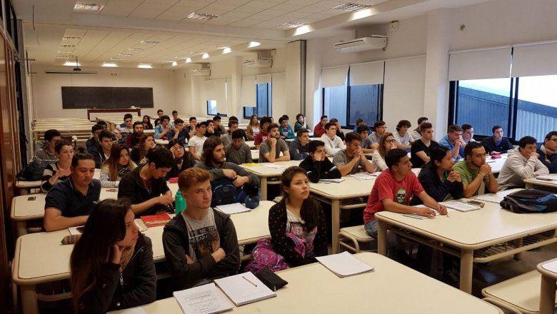 UNLP: la Facultad de Ingeniería capacita a estudiantes secundarios para el ingreso a la carrera