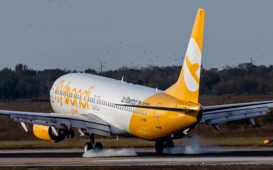 Un avión de Flybondi se rompió antes de despegar y dejó pasajeros varados en El Palomar