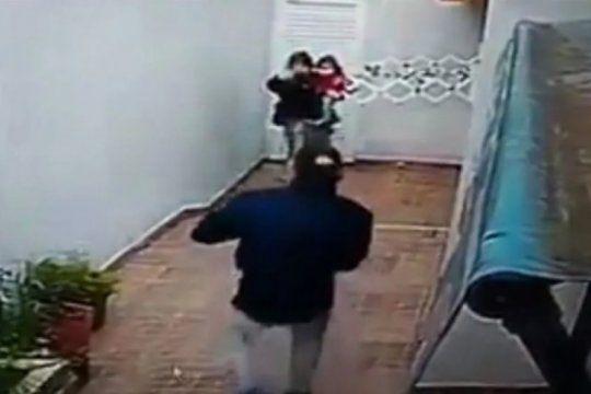 santa teresita: una pareja con una beba de un ano asalto y golpeo a dos ancianas