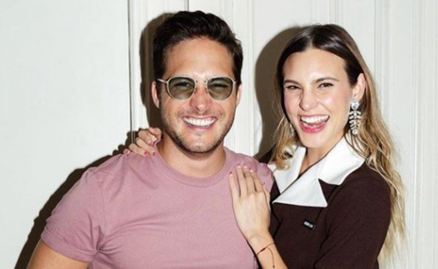 Macarena Achaga junto a Diego Boneta, el protagonista de la serie de Luis Miguel
