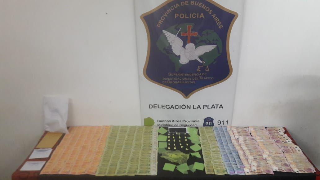 En el allanamiento secuestraron cocaína y 300,000 pesos, entre otros elementos