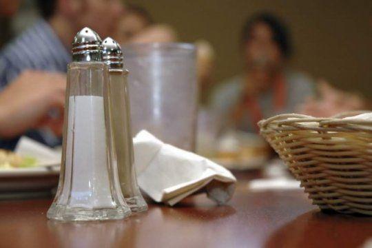 en la plata, mas de 30 locales gastronomicos se adhirieron a la campana que regula el uso de sal