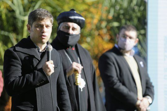 Kicillof junto a intendentes y autoridades religiosas en el acto por el aniversario de la Revolución de Mayo