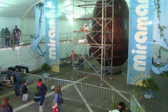 miramar va por el record: prepara el huevo de pascua mas grande del mundo