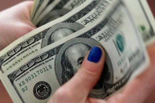 """El dólar """"blue"""" se negocia en un récord de $150 para la venta"""