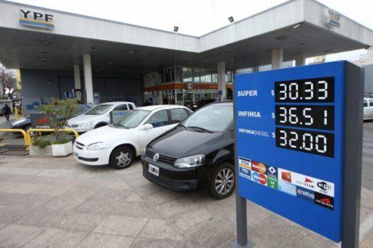 arranca julio con un nuevo aumento: ypf incremento hasta 2,5% el valor de sus combustibles