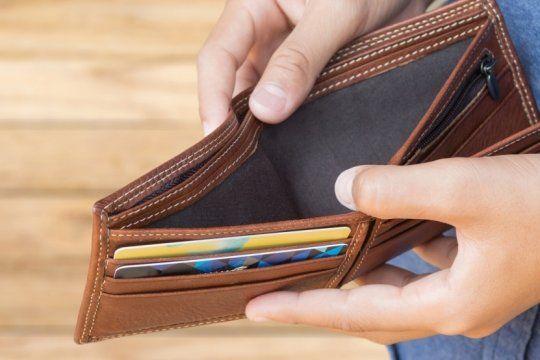 poder adquisitivo pulverizado: con el dolar a $61, el salario y la jubilacion minima se desploman
