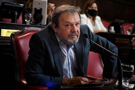 El senador Roberto Costa reclamó el tratamiento de los proyectos de su bloque para transparentar la campaña de vacunación.
