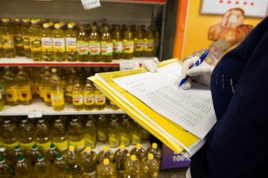 desarrollo social en la mira por la compra de aceite y azucar por encima de los precios maximos que fija el gobierno