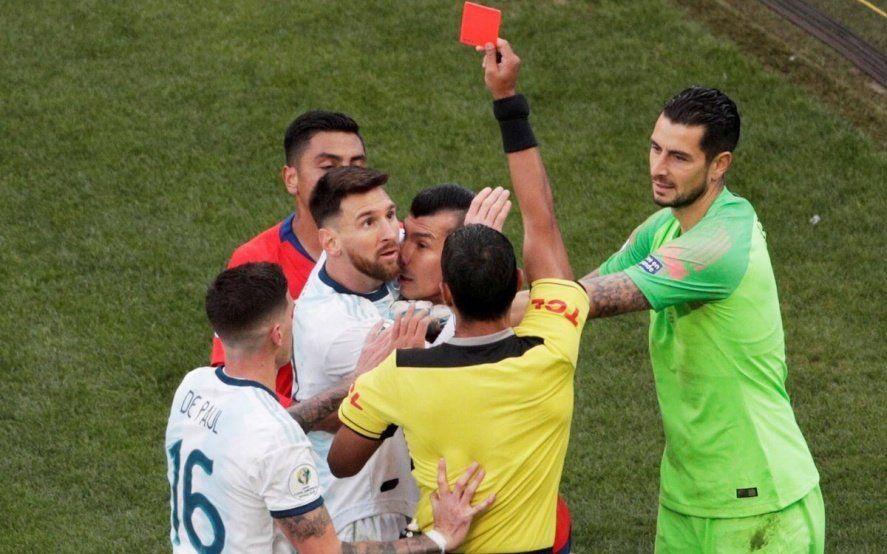 Argentina le ganó a Chile, echaron a Messi y lanzó un tendal de críticas