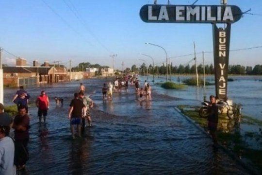 un pueblo bonaerense que vive con miedo a la lluvia: la emilia, a un ano de la inundacion