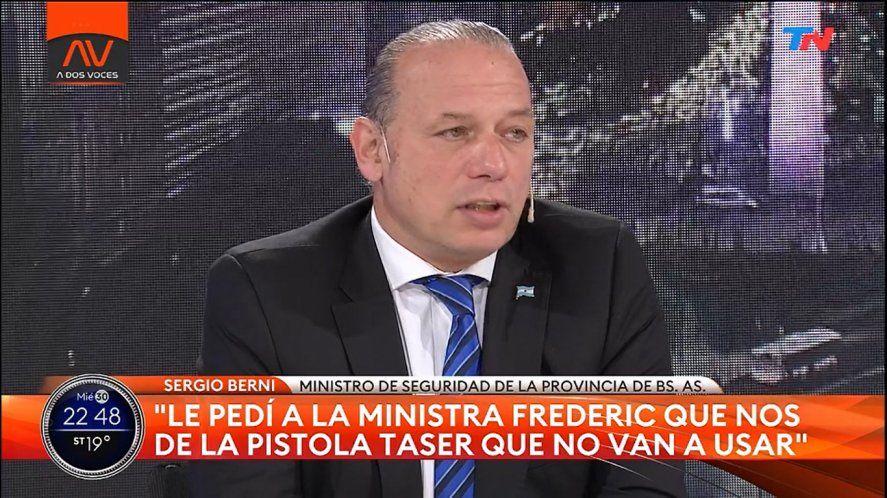 Berni le pidió a Frederic que le cediera las Taser que el Gobierno Nacional tiene a su disposición