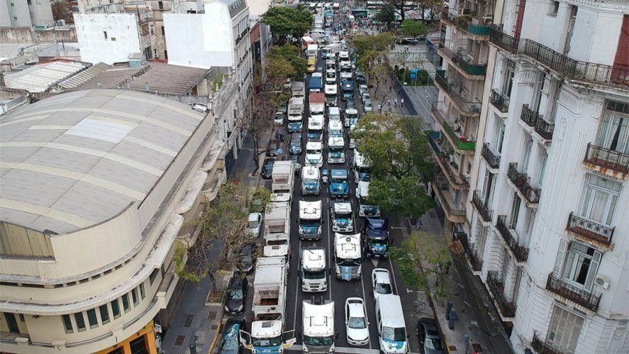 Caravana de vehículos por el Día de la Lealtad.Créditos: Fresimona.