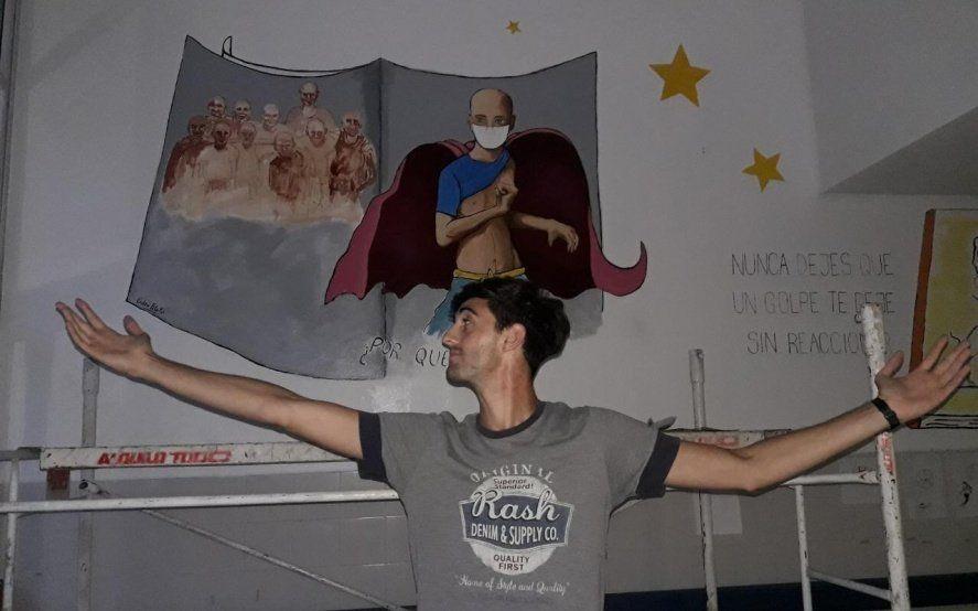 Le ganó a la leucemia, publicó un libro con su historia y ahora llena de superhéroes el Hospital de Niños