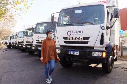 quilmes limpio: el municipio presento 10 nuevos camiones del sistema de recoleccion de residuos