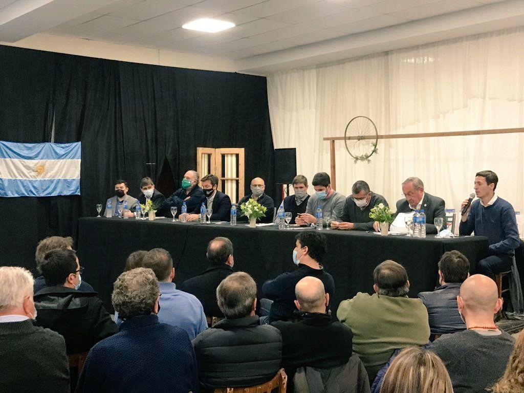 En Lobería, Intendentes de la UCR fijaron agenda de políticas regionales ( Foto @ArielMBordaisco)