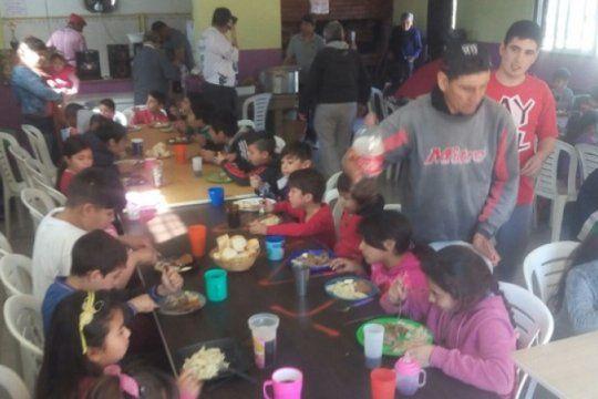 hay mil familias asistidas con bolsones de comida y otros mil chicos que van a comedores en junin